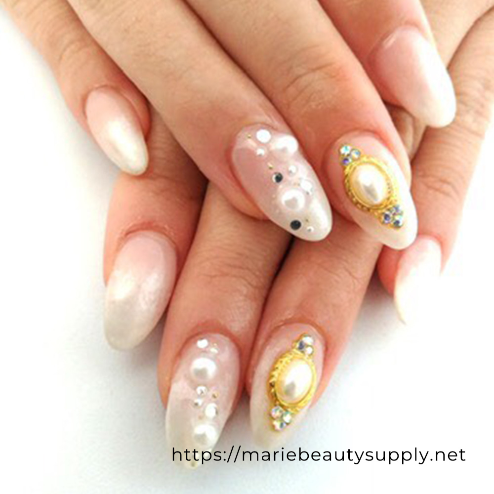 Bijou with White Pearl Gradation.