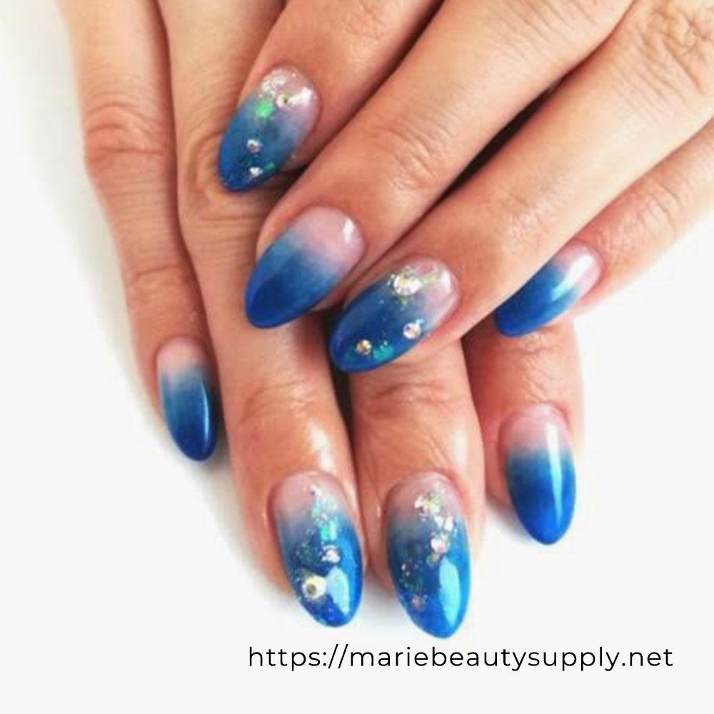 Simple Gradient Nails.