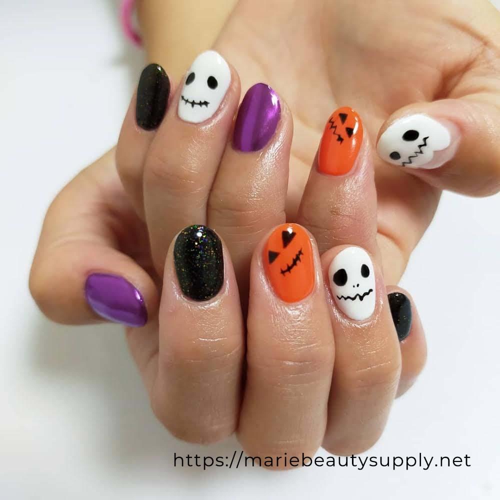 Seasonal Halloween Nails.