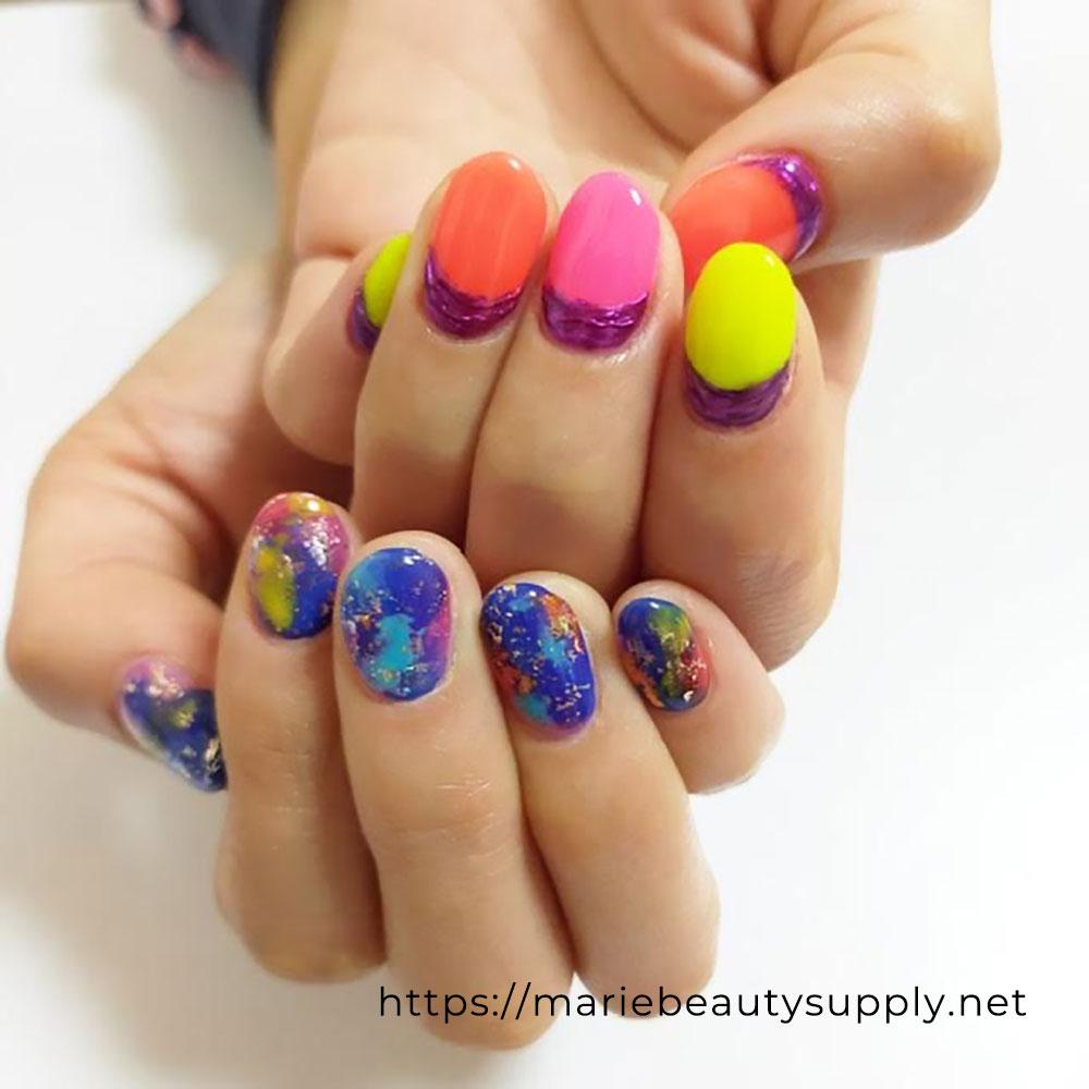 Asymmetric Color Nails.