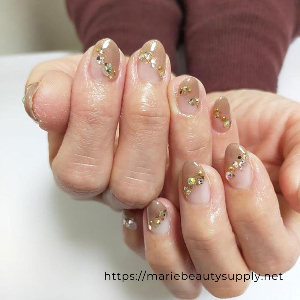 Simple Pearl Art Nails.