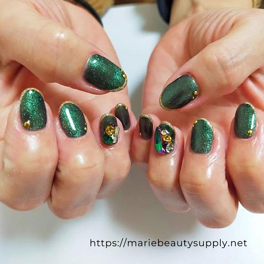 Exotic Glitter Nails.