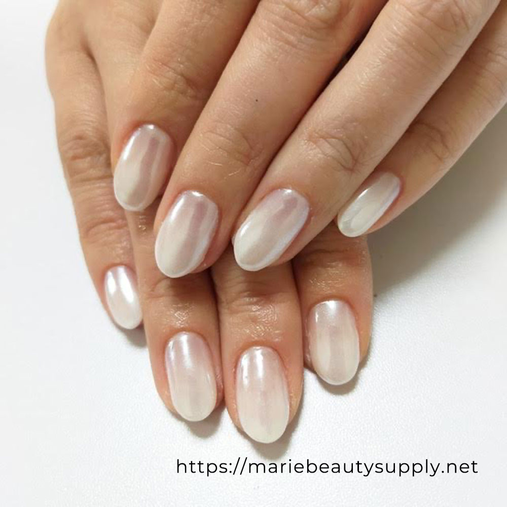 Elegant White Gradation Nails.