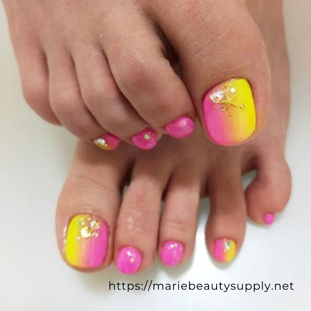 Vertical Gradation Summer Pedicure.