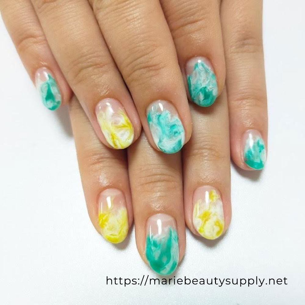 Clear Color and White Nuance Nails.